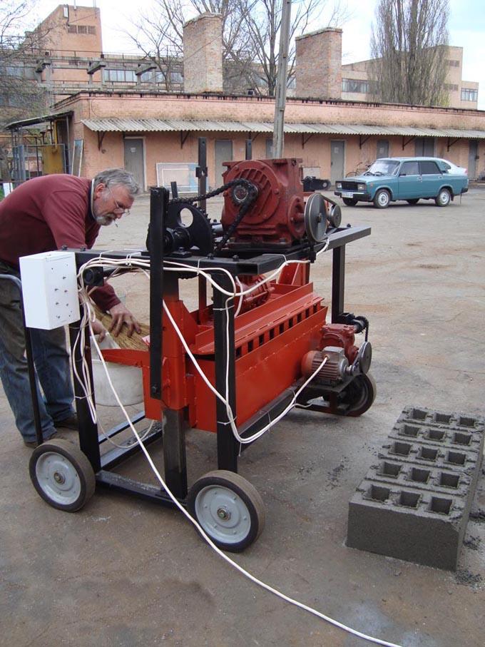 Предназначен для производства шлакоблоков, изготовления строительных блоков, керамзитоблоков, стеновых строительных...
